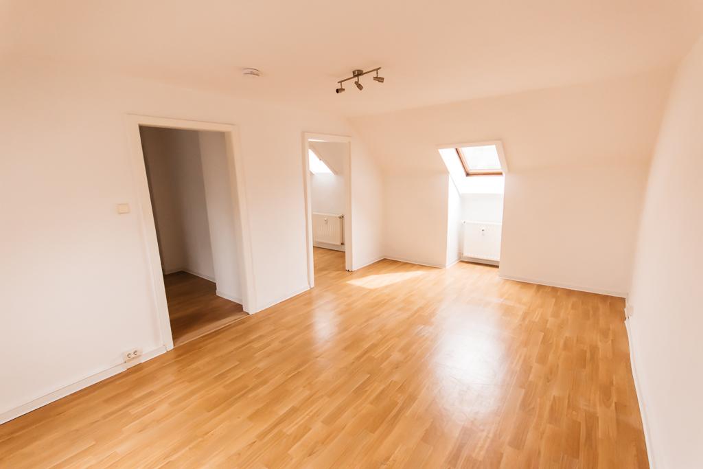 dachgeschosswohnung f r singles und junges wohnen feg immobilien. Black Bedroom Furniture Sets. Home Design Ideas